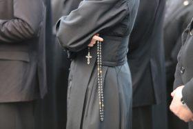 cna_Priester